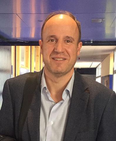 Dr. Tomás Segura